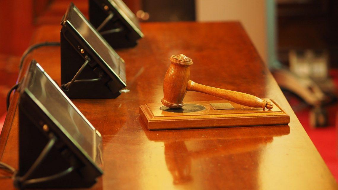 L'utilisation de la question prioritaire de constitutionnalité lors d'un procès à Paris
